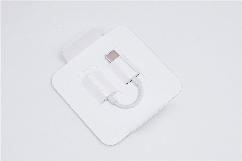 Apple USB C to 3.5 mm Adapter2